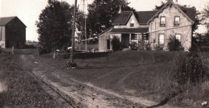 Summer 1937 -- teh reaney farmhouse and the old barnyard (Photo by Elizabeth Crearar Reaney)
